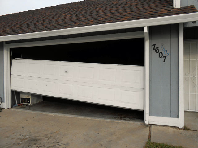 Garage door repair garage door repair service in sacramento for Sacramento garage doors